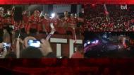 Multidão atrasa passagem do autocarro do Benfica