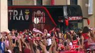 Autocarro do Benfica recebido em festa na Câmara