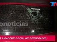 Carros dos jogadores do Quilmes vandalizados