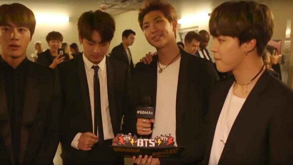 """BTS: primeiro grupo musical de K-pop a ganhar um prémio na categoria """"Top Social Artist"""""""