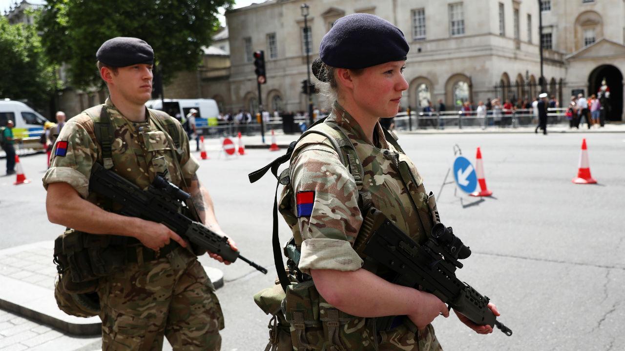 Exército patrulha as ruas do Reino Unido