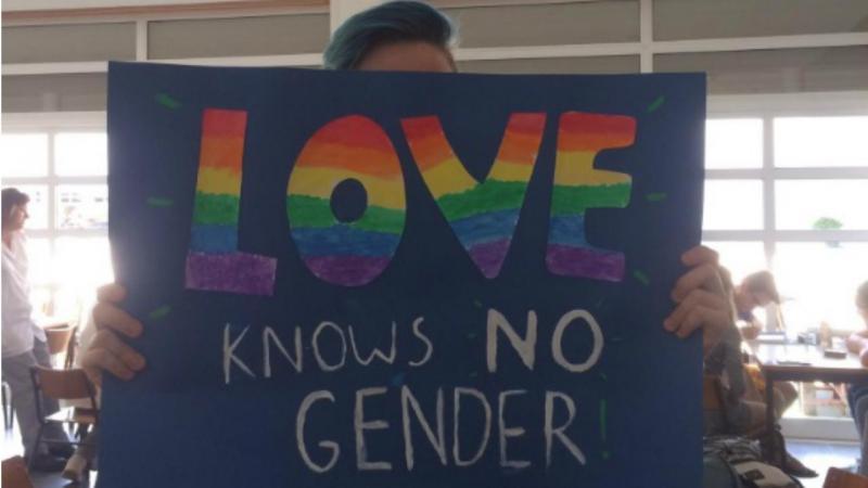 Alunos em protesto contra reação homofóbica