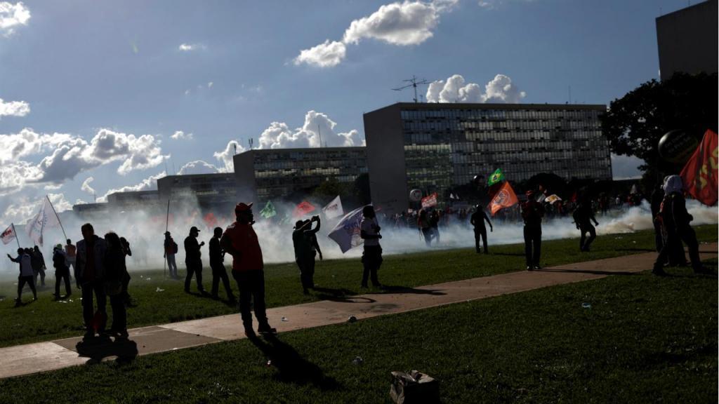 Violência marca protestos contra Temer