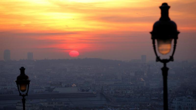 Paris sobre uma nuvem de poeiras