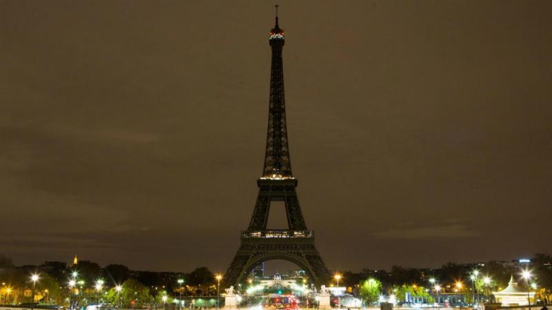 Torre Eiffel homenageia vítimas de Bagdade