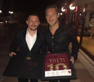Mário Rui recebe camisola de Totti (instagram)