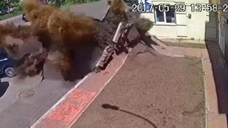 Vídeo mostra explosão nas ruas de Kiev