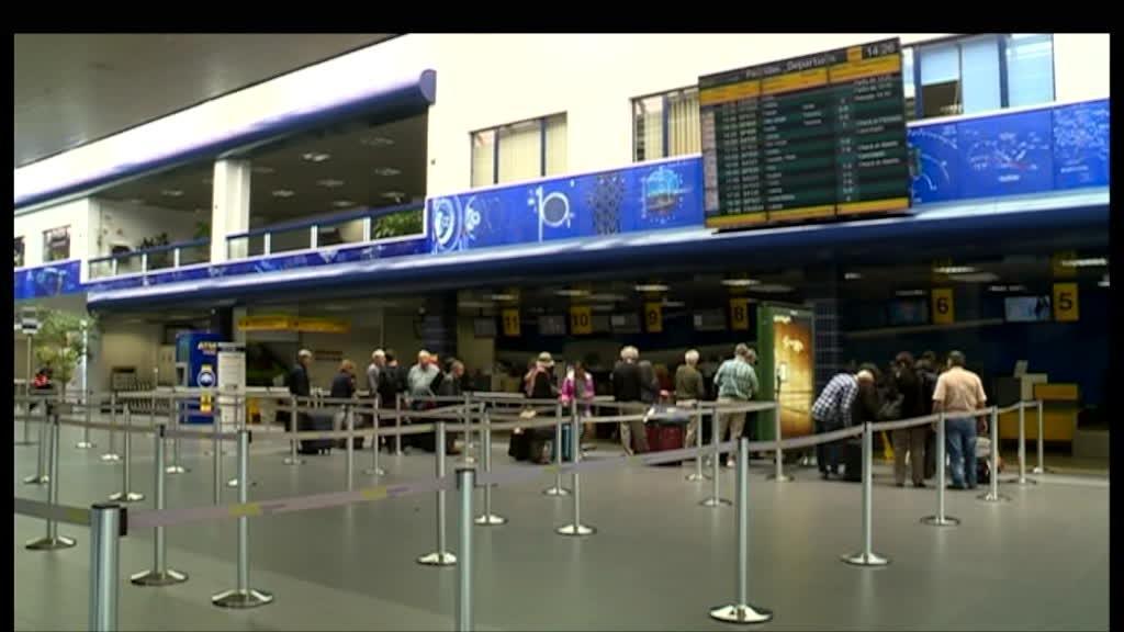 Mais de 40 voos da SATA cancelados