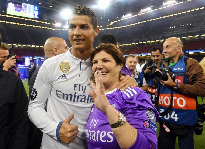 Ronaldo festeja vitória da Champions com a família