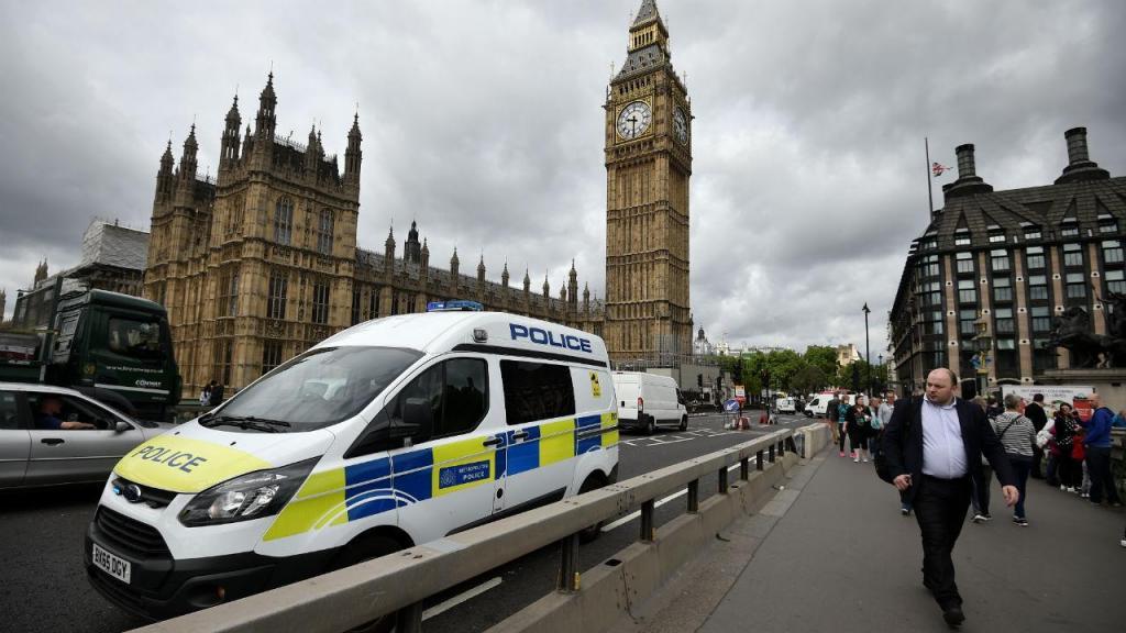 Londres regressa a uma aparente normalidade, sem esquecer a mais recente tragédia