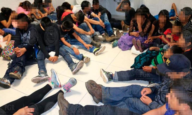 Migrantes encontrados em camião