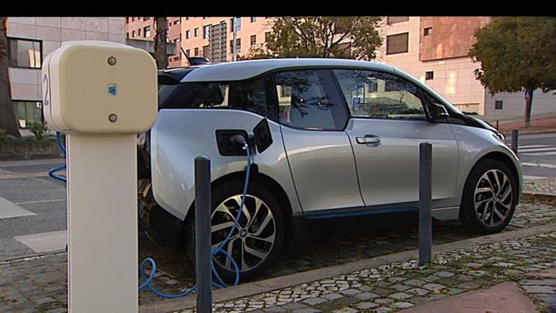 Carros elétricos: vai ser preciso pagar para abastecer