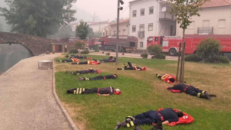 Fotografia dos bombeiros torna-se viral