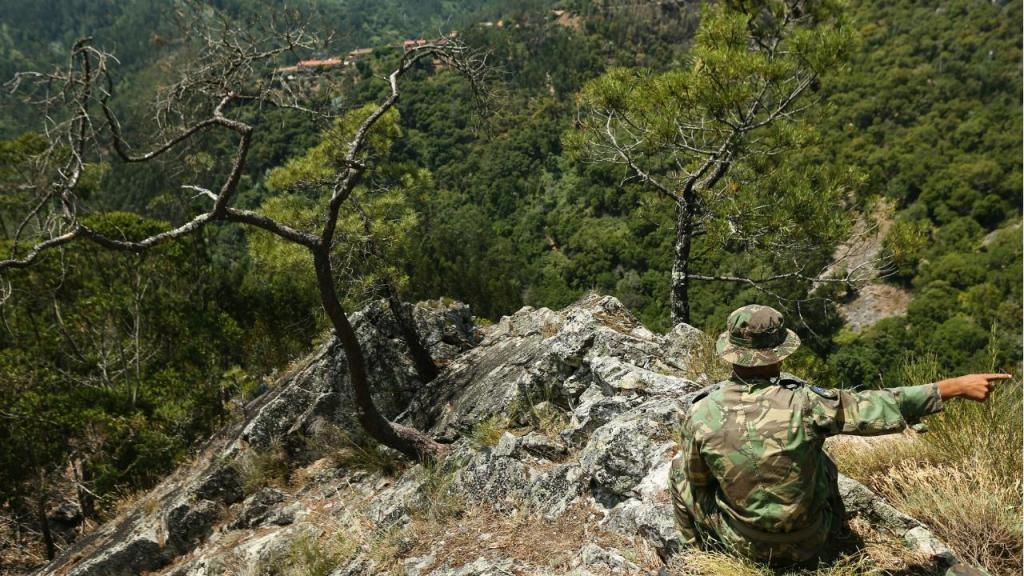Fuzileiros participam em missões de vigilância ao fogo e apoio a populações