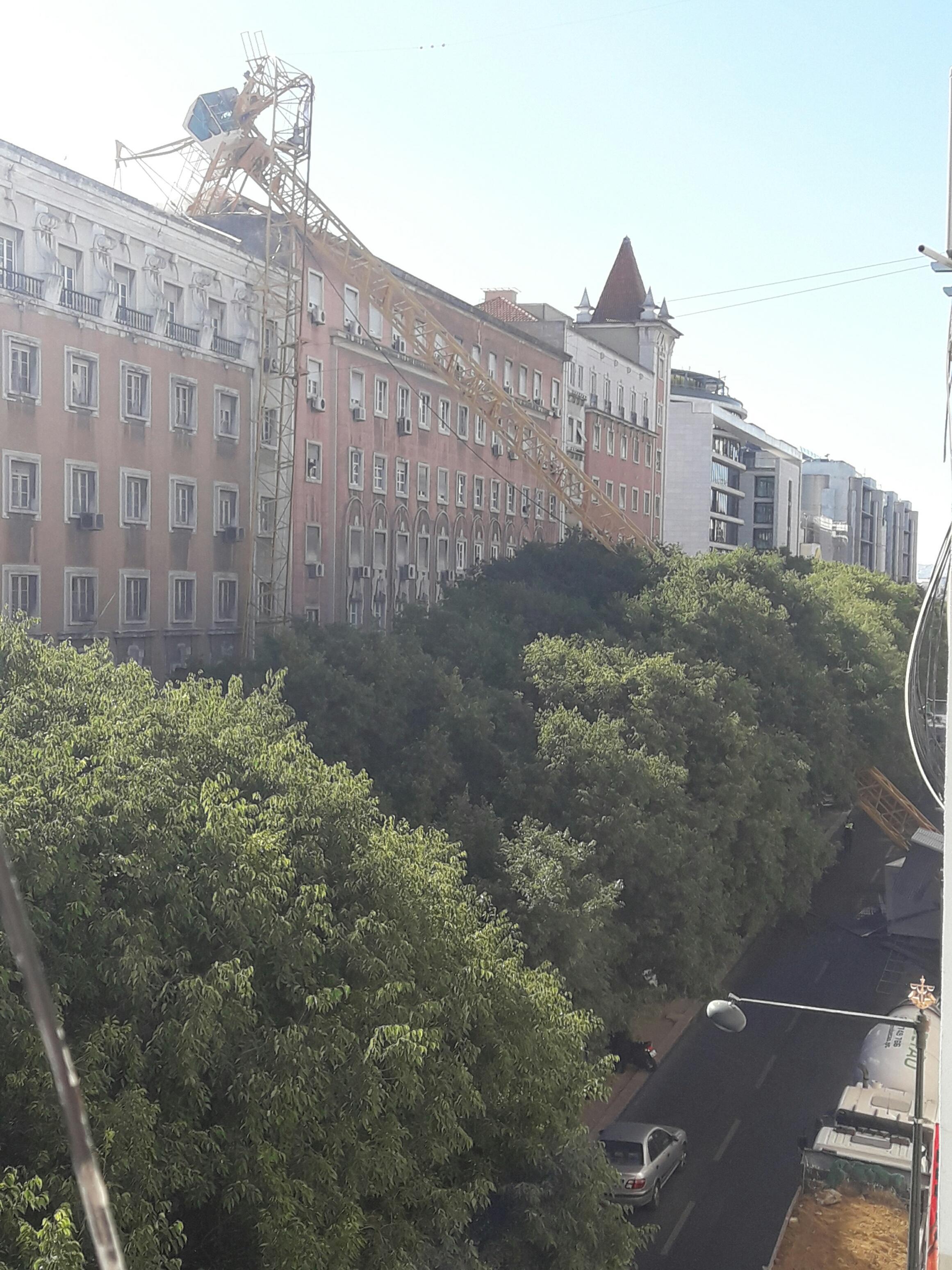 Queda de grua em Lisboa