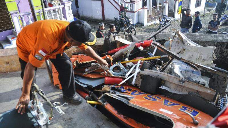 Queda de helicóptero faz oito mortos na Indonésia