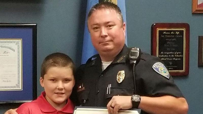 Policia adota criança que resgatou