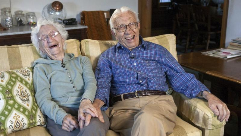Norte-americanos John Betar, de 102 anos, e a mulher Ann, de 98