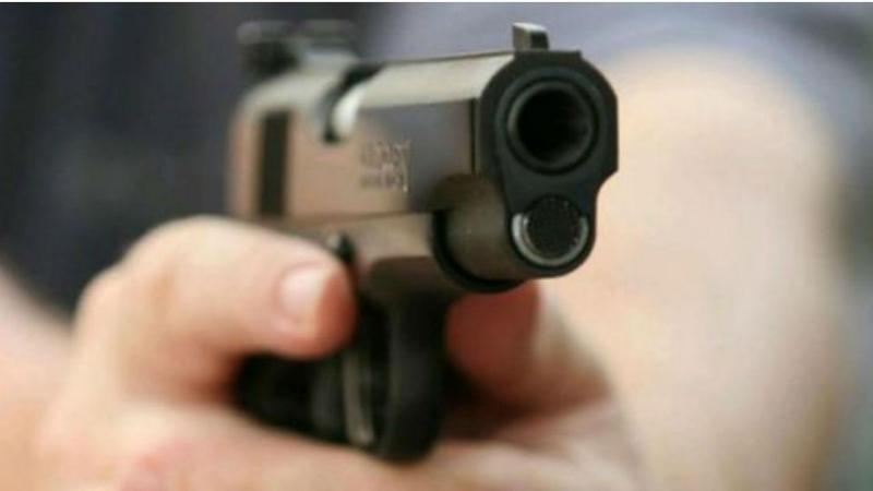 Dispara contra o próprio filho