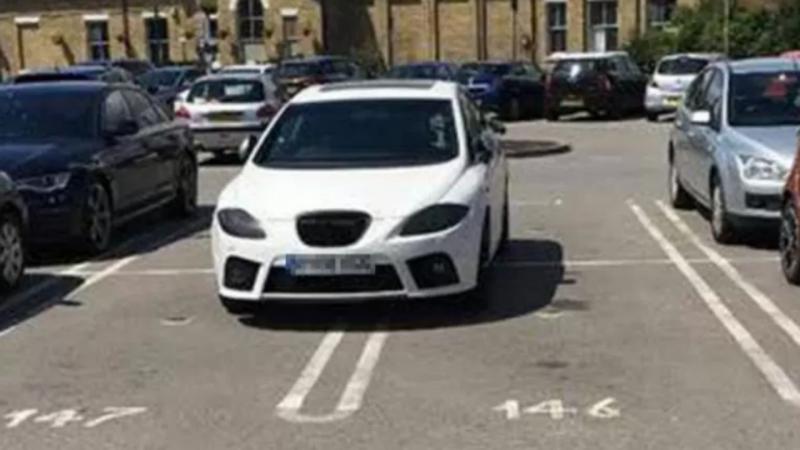 Imigrante português ocupa quatro lugares de estacionamento e fica famoso em Inglaterra
