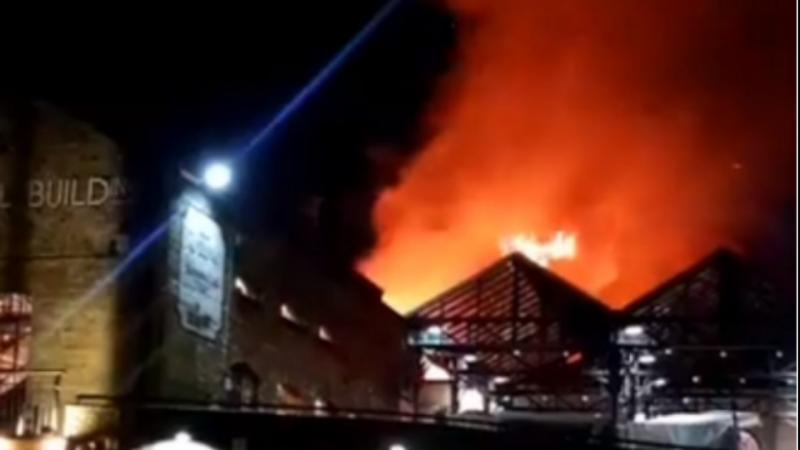 Controlado incêndio no mercado de Camden em Londres