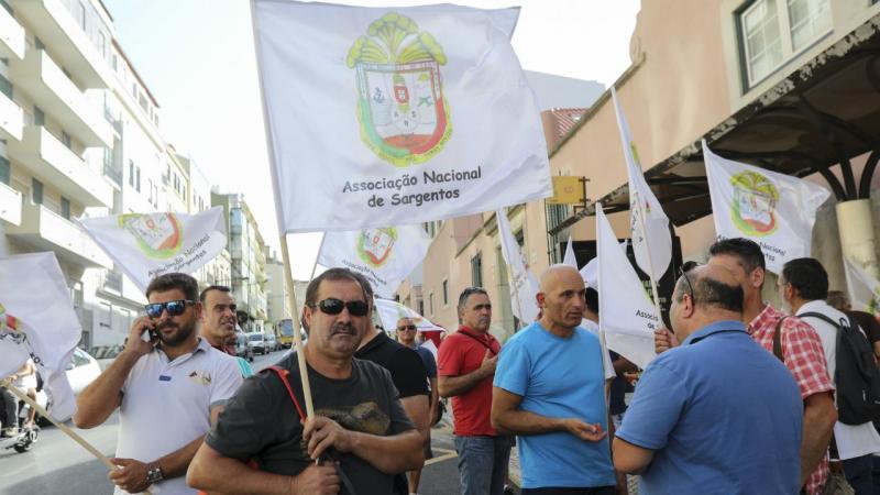 Sargentos - manifestação