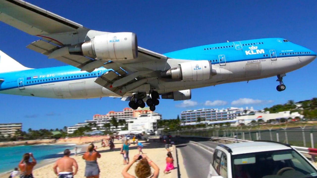 Aeroporto internacional Princesa Juliana, na ilha de Saint Martin, nas Caraíbas