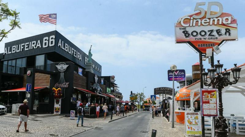 Rua dos bares em Albufeira