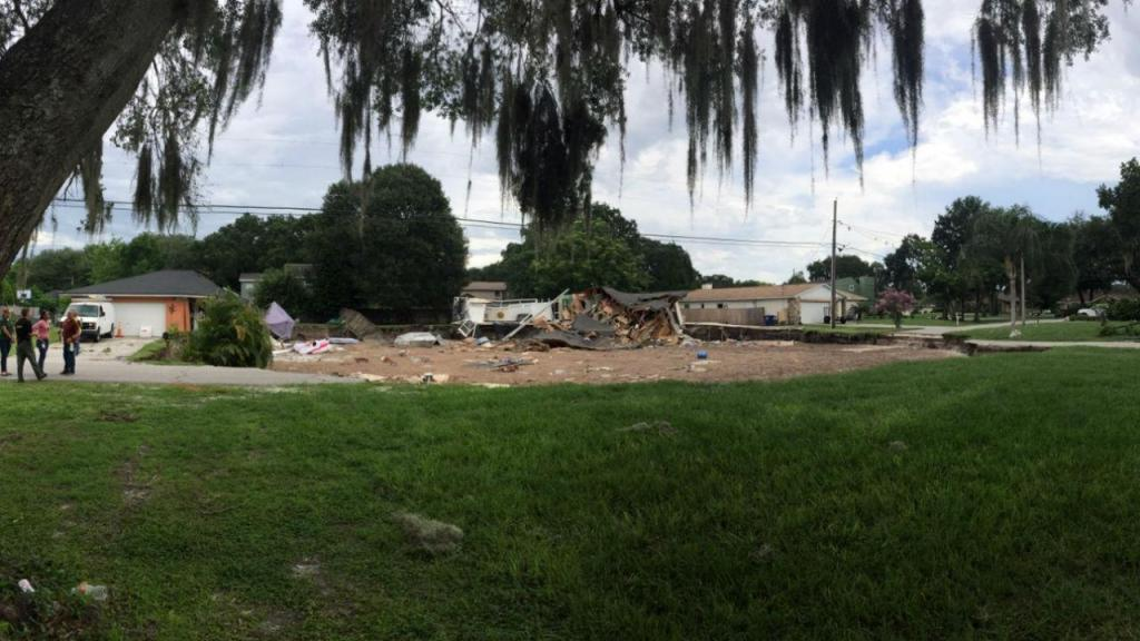 Buraco engole casas na Flórida