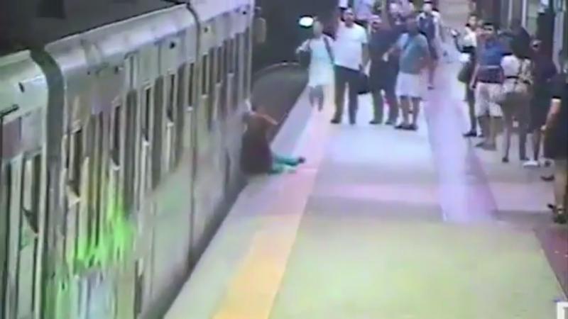 Mulher arrastada pelo metro em Roma