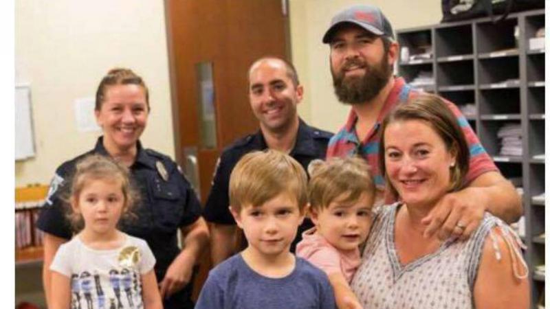 John Ogburn e os polícias que o salvaram