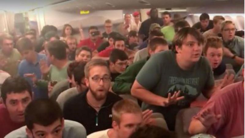 Coro canta em pleno voo para agradecer à tripulação