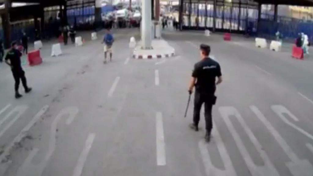 Homem esfaqueia polícia em Melilla