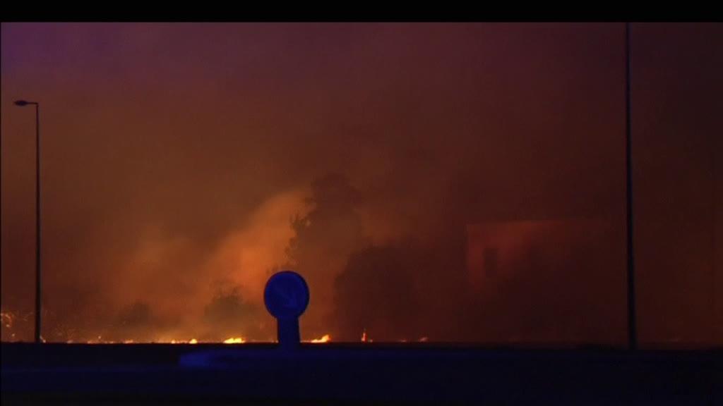 França: Incêndios obrigam a desalojar 12 mil pessoas