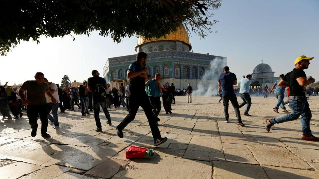 Confrontos entre polícias e muçulmanos na Esplanada das Mesquitas, em Jerusalém Oriental, Israel, 27 de julho