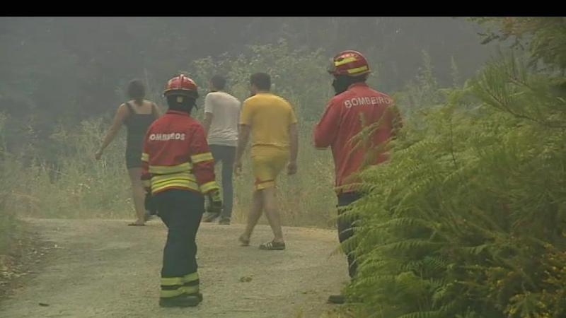 Fogo em Tondela mobiliza mais de 200 operacionais
