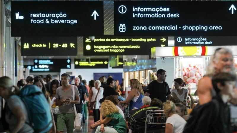 Passageiros no Aeroporto Cristiano Ronaldo