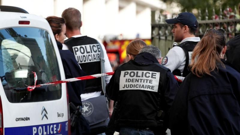 Veículo atropela militares nos arredores de Paris