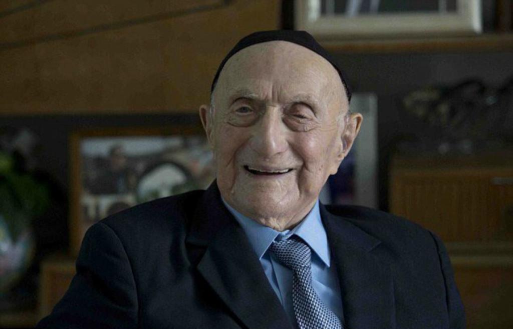 Yisrael Kristal viu as duas Guerras Mundiais e sobreviveu a Auschwitz
