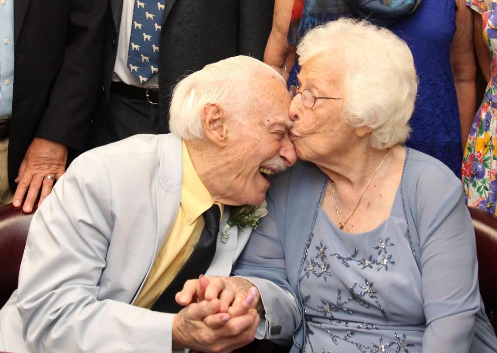 Gertrude e Alvin casaram-se quase no ocaso da idade mas têm ainda uma vida inteira pela frente