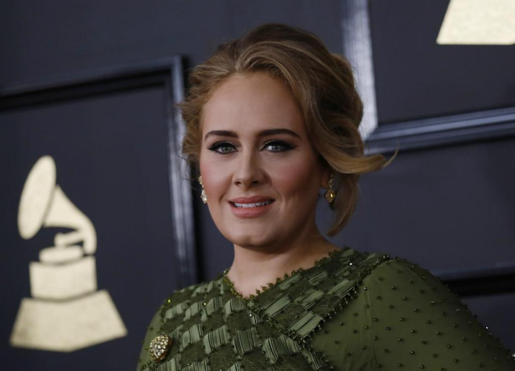 Adele teve de cancelar a digressão em junho deste ano por lesões nas cordas vocais