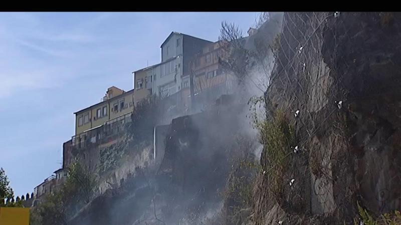 Fogo deflagrou na Escarpa das Fontainhas, no Porto