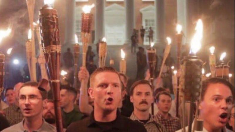 Supremacistas brancos em protesto, em Charlottesville