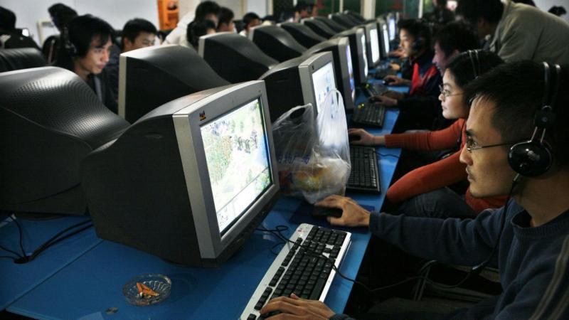 Café na China com internet em Xichang, província de Sichuan