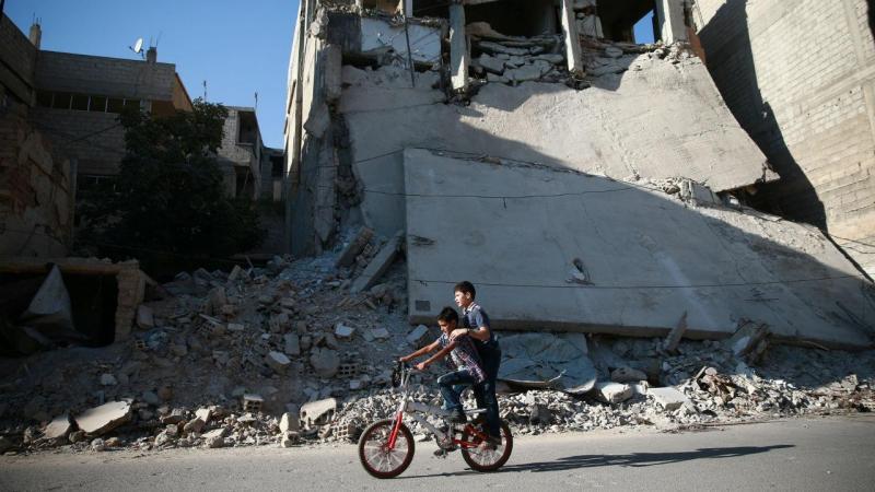 Crianças brincam em Damasco, na Síria