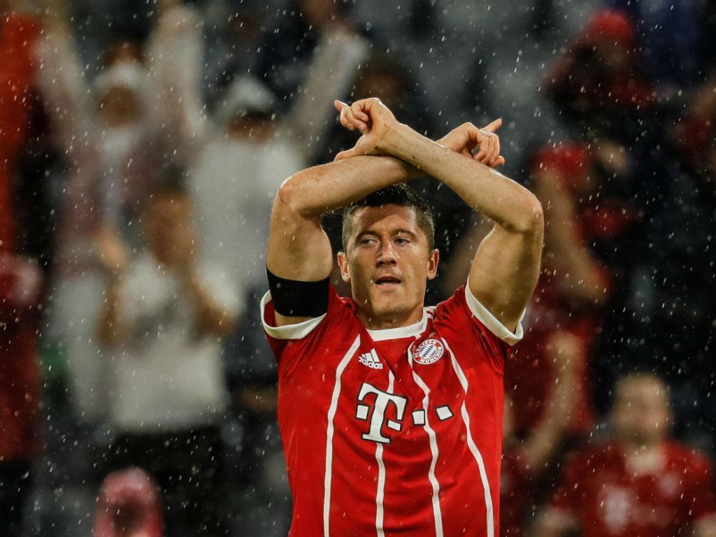 Dirigente do Bayern rebate críticas de Lewandowski: 'É pago para jogar'