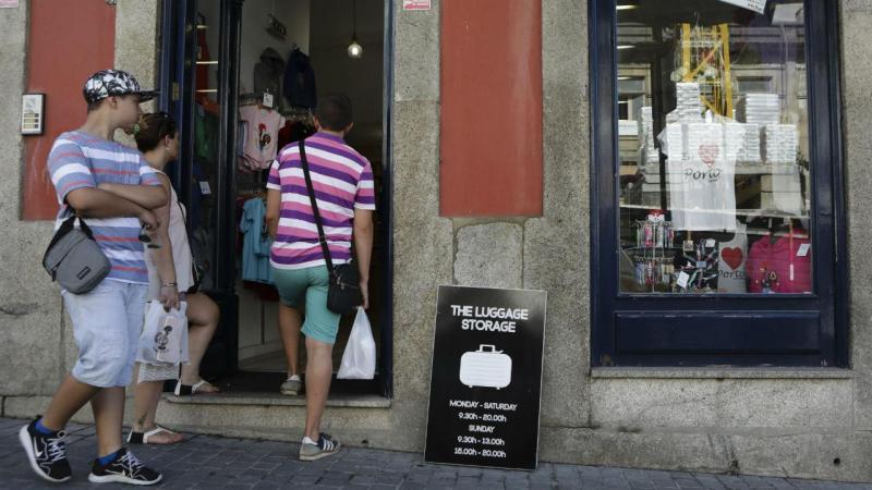 Cacifos para guardar bagagens no Porto