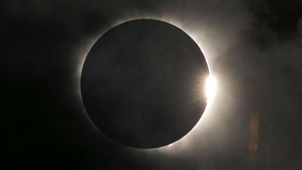Eclipse solar visto dos EUA