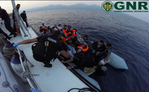 Resgate da GNR no mar Egeu