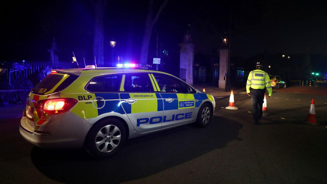 Homem detido junto ao palácio de Buckingham